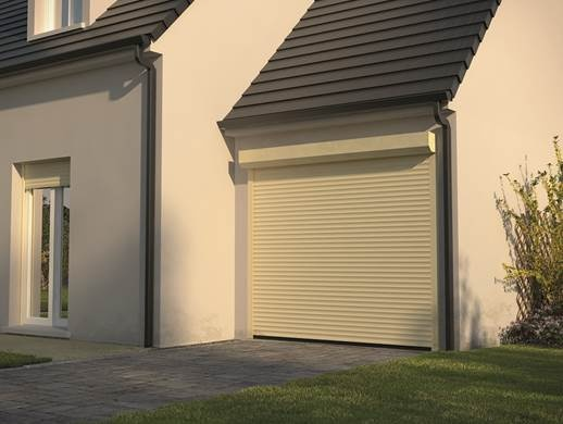 Porte de garage enroulable électrique en alu easylis 55 côté fenêtres