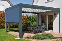 Pergola maison en aluminium gris - Côté Fenêtres